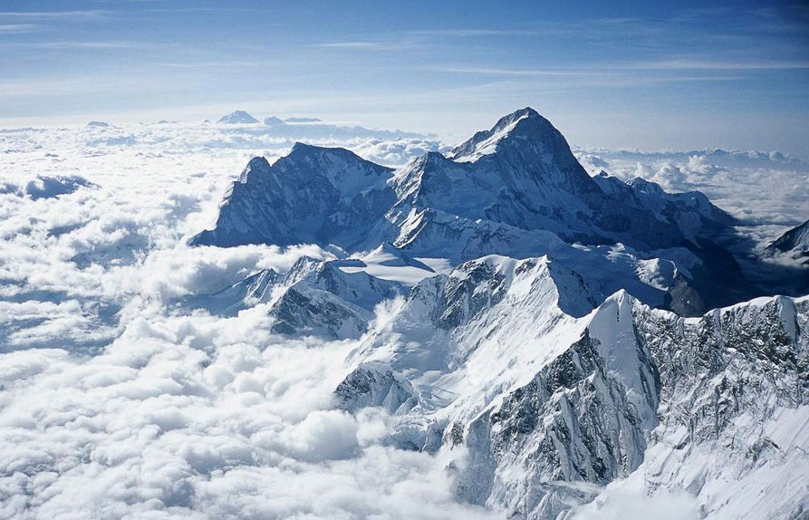 Эверест - самая высокая гора. Джомолунгма