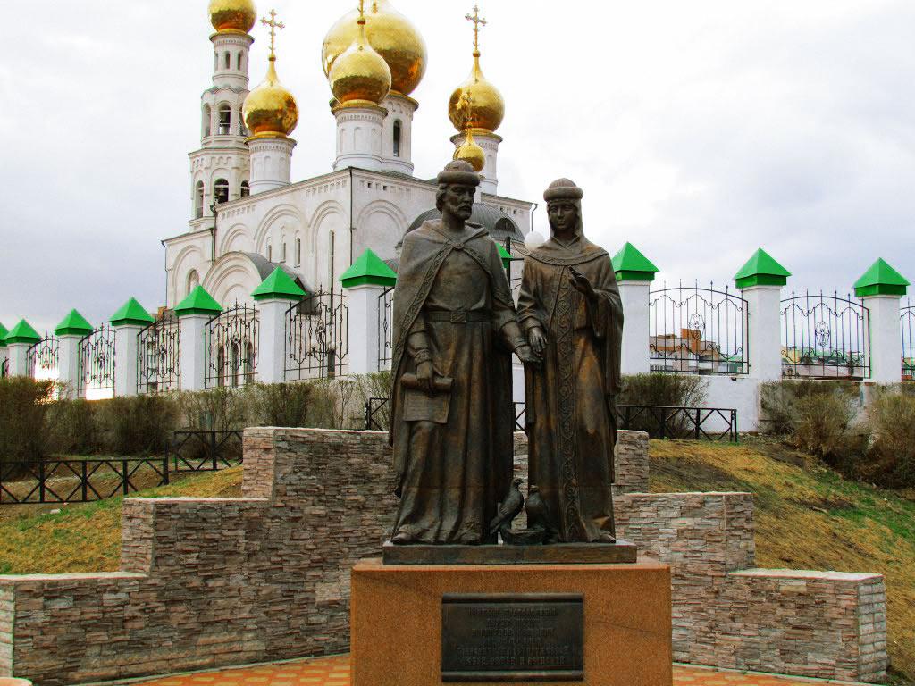 Памятник-Петру-и-Февронии